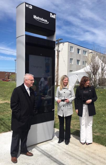 Bell和Metrobus合作在圣约翰斯推出智能公交月台
